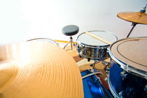 What are the parts of a drum set?