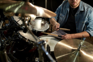 How to play drum set